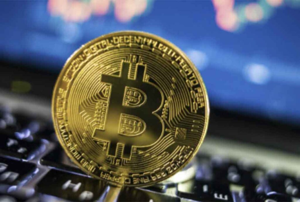 """Куда """"катится"""" биткоин: прогнозы на ближайшее будущее и советы профессионалов"""